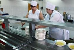 Работникам пищеблоков школ и детсадов Энгельса не дали зарплату