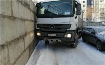 На новогодних праздниках сотрудники «Красноярской рециклинговой компании» вывезли на полигон 8 тысяч тонн мусора