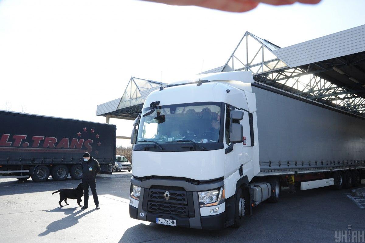 Украина и Польша договорились о дополнительных разрешениях на грузовые автоперевозки