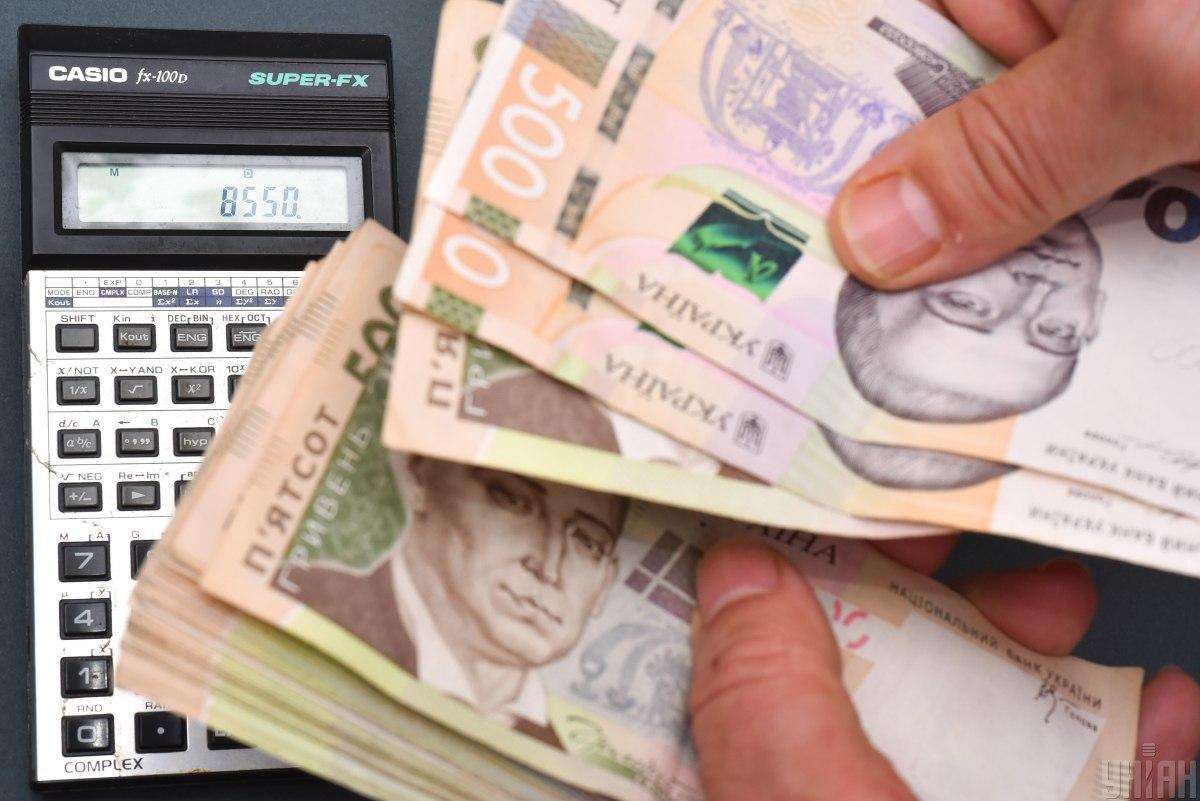 К системе автосписания долгов со счетов украинцев присоединились новые банки: список