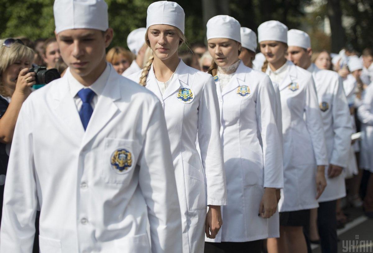 КРОК в Украине: выпускники медвузов смогут пересдать экзамен уже в этом году
