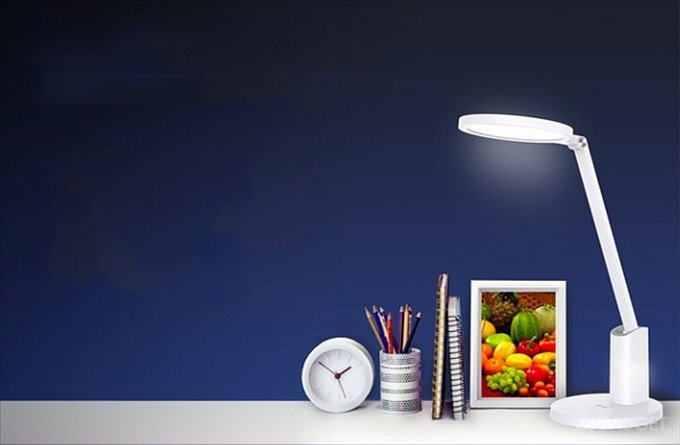 Умная лампа Huawei Smart Desk Lamp 2 безопасна для зрения