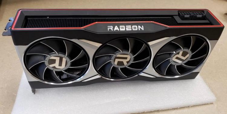 Блогер показал, как выглядит большой Radeon RX 6000 вживую, и рассказал про карту поменьше