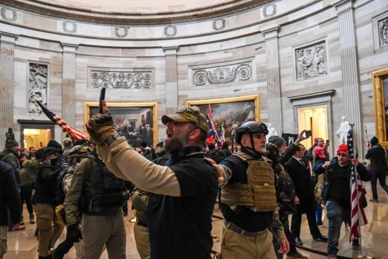Суд в США вынес первый приговор с реальным сроком в отношении штурмовавшего Капитолий