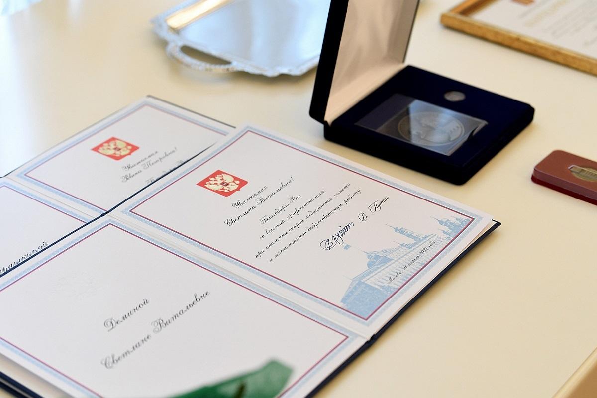 Игорь Руденя наградил сотрудников скорой медицинской помощи Тверской области