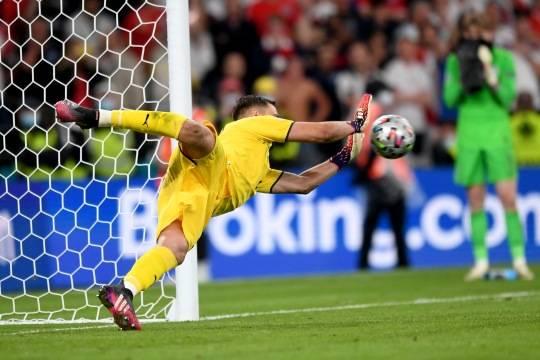 ФИФА готовит глобальные реформы для мирового футбола: таймы по 30 минут, удаление за желтую карточку и другие изменения