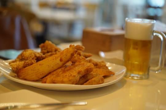 В России стало меньше торговых точек с разливным пивом
