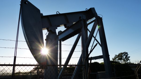 Ученые из Новосибирска раскачивают землю новой установкой для добычи нефти