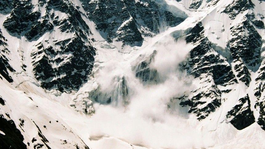 Один погиб, двое пропали: группа туристов попала под лавину в Бурятии