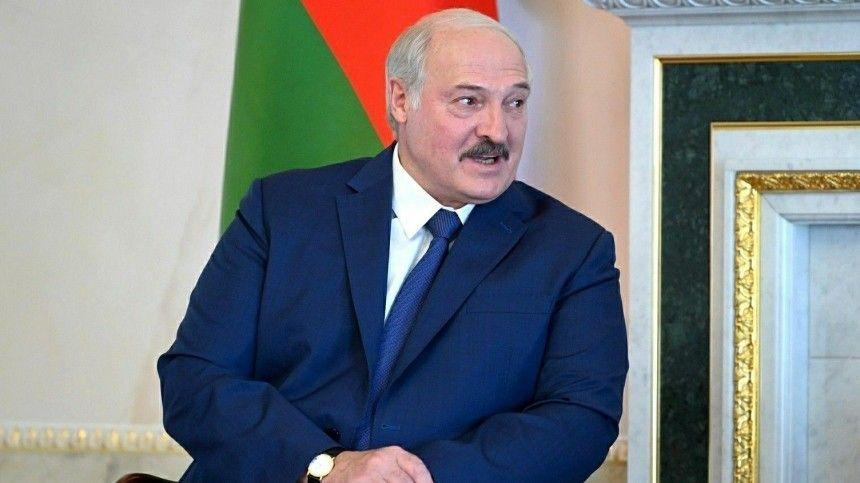 Лукашенко поделился полномочиями с правительством и местными властями