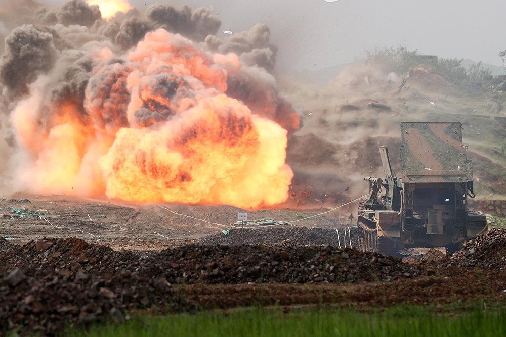 Китай провёл учения с аналогом российской установки разминирования «Змей Горыныч»