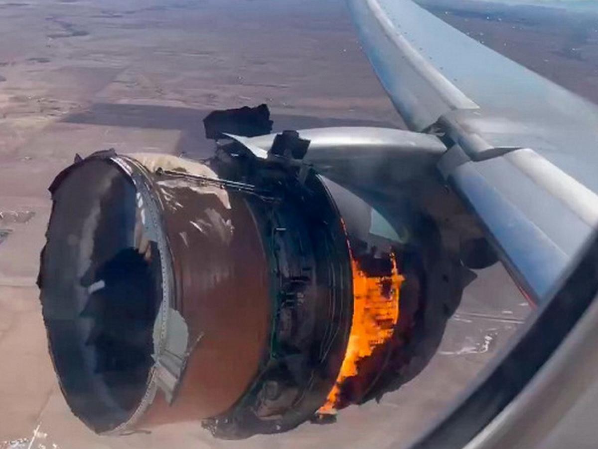Загоревшийся двигатель Boeing попал на видео: полеты самолетов модели 777 рекомендовано приостановить