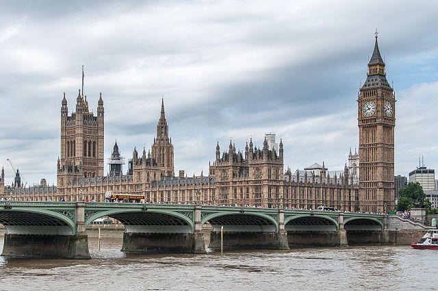 Moody's понизило рейтинг Великобритании до «Аа3»