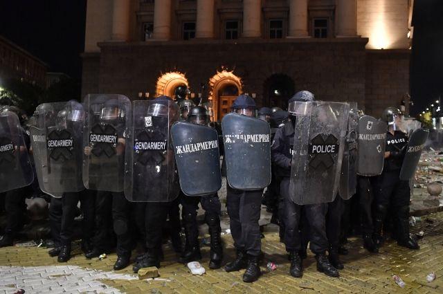 Массовая акция протеста блокировала центр Софии