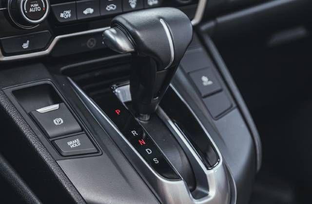 Ежедневные ошибки водителей. Как пользоваться режимом «P» в автомате?