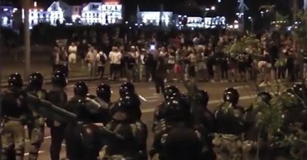 Новости за ночь: Милиция Минска начала стрельбу по протестующим