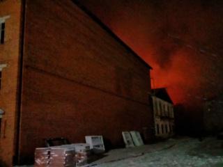 В Ивановской области тушат крупный пожар на льнокомбинате