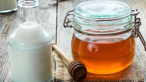 Молоко с медом: польза и вред, противопоказания, когда принимать, отзывы