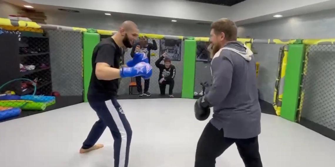 Кадыров устроил спарринг с непобежденным бойцом UFC
