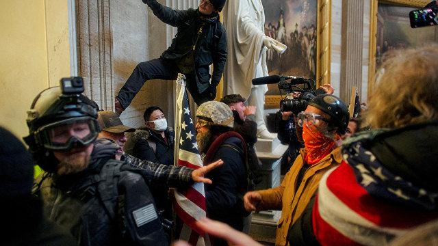 Al Jazeera (Катар): «остановите воровство» и флаг Конфедерации. Что означают символы и лозунги тех, кто ворвался в Конгресс США?