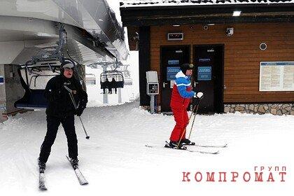 Путин с Лукашенко прокатились на лыжах и снегоходах