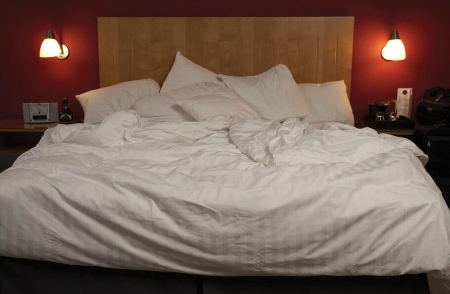 Какие бактерии и насекомые скрываются в вашем постельном белье?