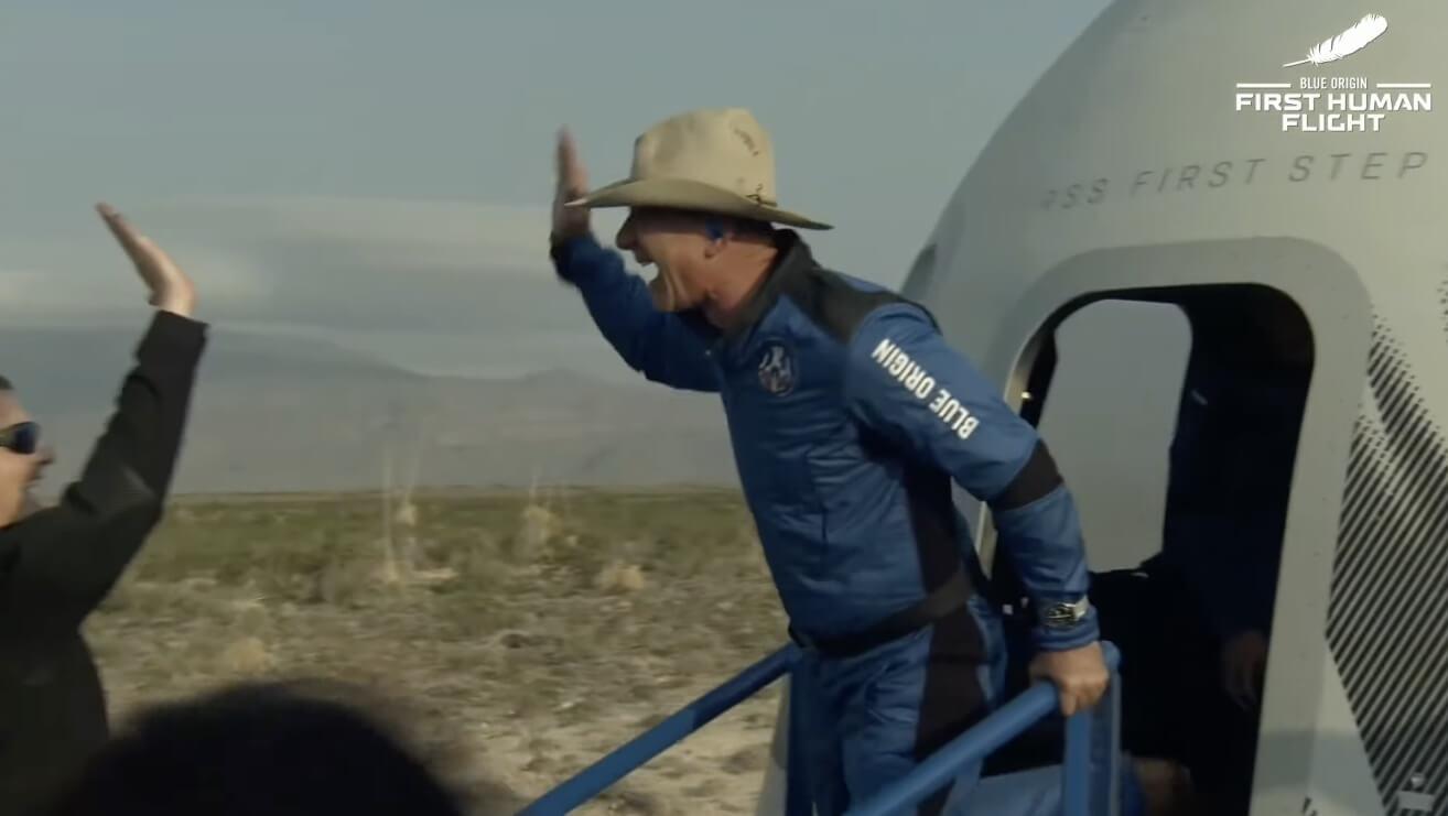 Основатель Amazon Джефф Безос успешно слетал в космос. Как прошел полет?
