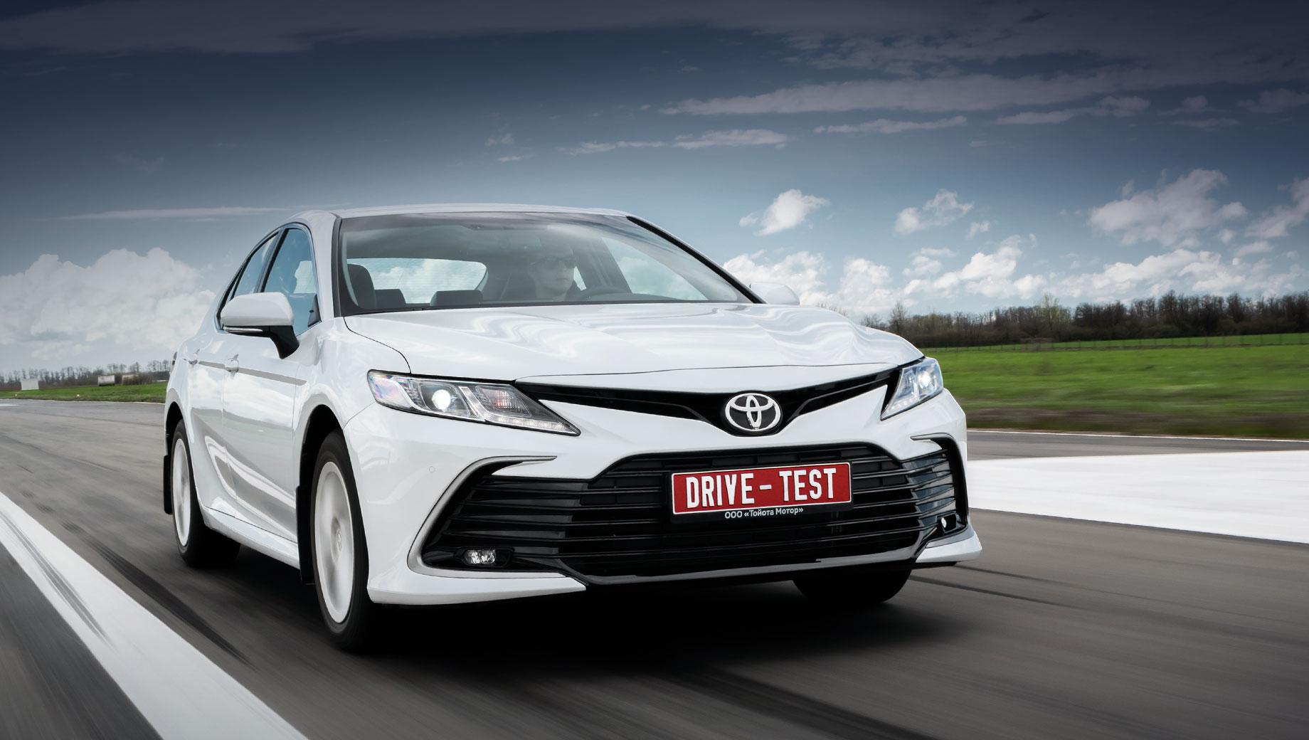 Тест-драйв: Выделяем базовый среди обновлённых седанов Toyota Camry