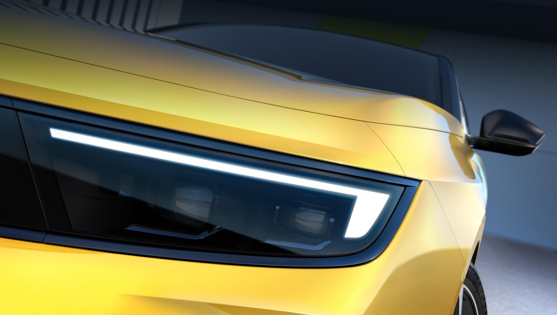 Новый Opel Astra впервые приоткрыл лицо и салон