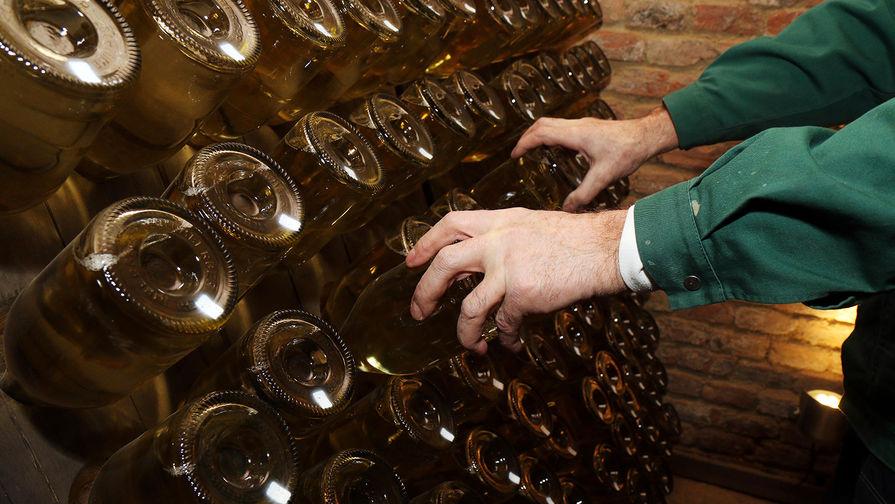 В центре Москвы украли бутылку шампанского за 25 тысяч рублей с витрины магазина