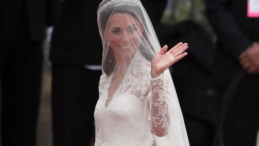 Елизавета II с отвращением восприняла выставку свадебного платья Кейт Миддлтон