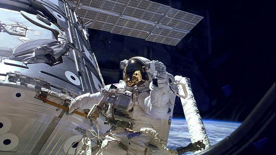 Экипаж Crew Dragon-1 закрыл люк перед отстыковкой от МКС
