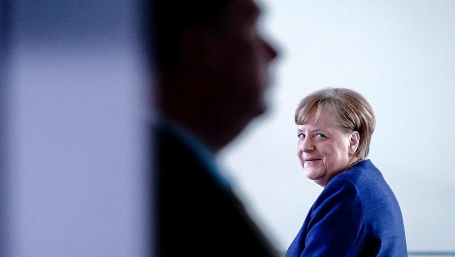 Меркель рассказала, почему ее до сих пор не видели в защитной маске