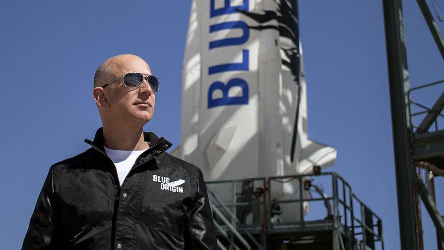 Команда Безоса поднялась на борт New Shepard перед суборбитальным полетом в космос