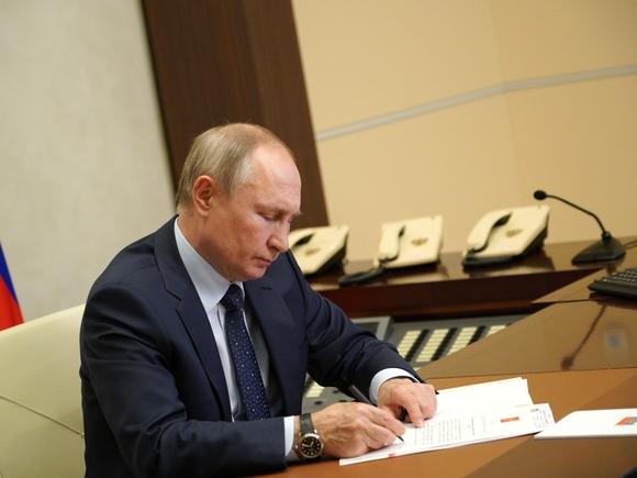 Путин подписал закон, ужесточающий ответственность за разглашение личных данных силовиков и их родственников