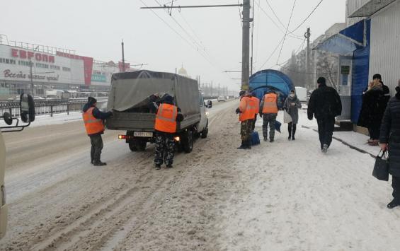 За ночь с дорог Курска убрали десятки тонн снега