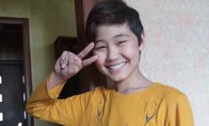 13-летний школьник из Казахстана стал мастером маникюра, чтобы помочь парализованному брату
