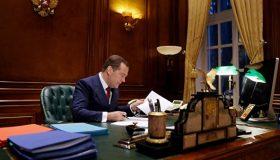 «Библиотека Гарри Поттера» и дискотечный шар: Как оформлял свою президентскую резиденцию Медведев