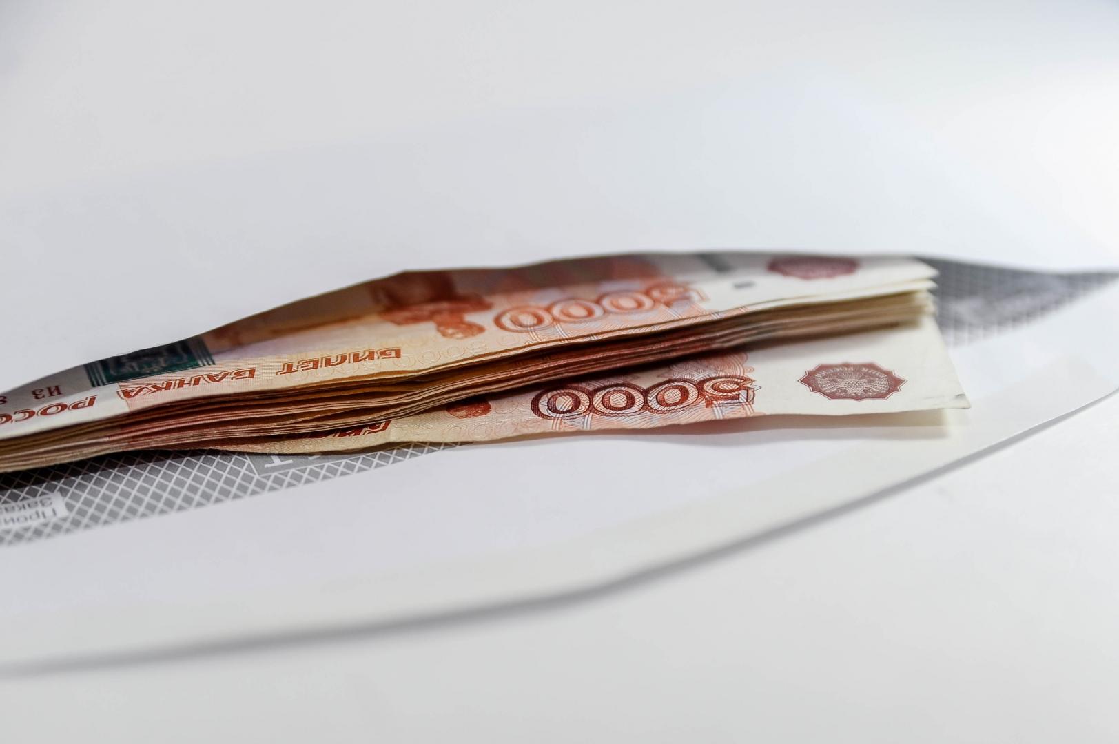 Объем «серых» зарплат в РФ растет из-за действий властей – экономист