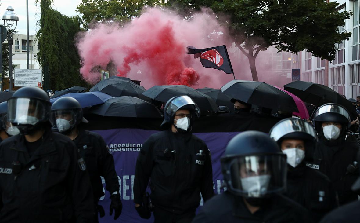 В Берлине 45 полицейских пострадали в ходе столкновений с протестующими