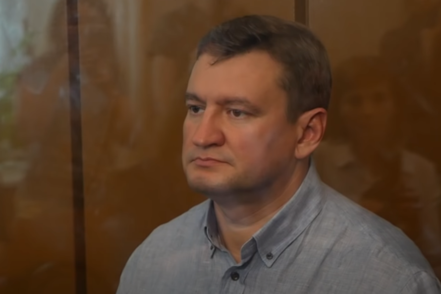 Прокуратура захотела стрясти с осуждённого российского мэра и его родителей 138 млн рублей