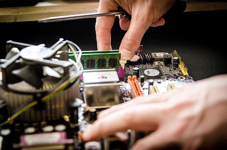 В США IT-гигантов обязали разрешать ремонт своих устройств на стороне