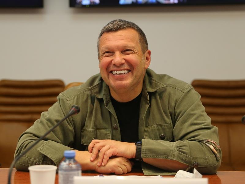 'Разжигает войну': шоу Соловьева требуют закрыть и отобрать его виллу в Италии