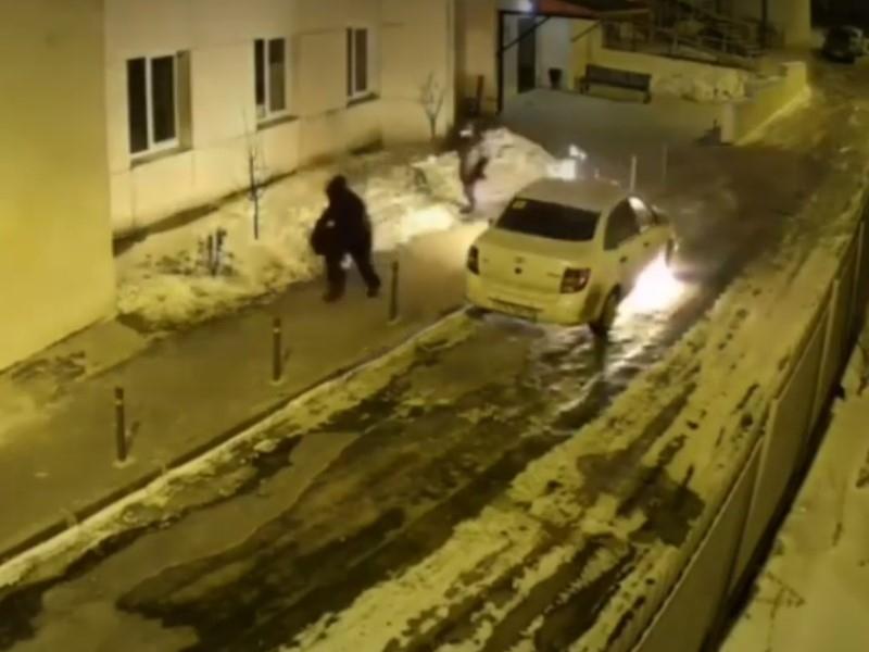 Требовали честной платы за ЖКУ: в Воронеже сожгли авто многодетной семьи
