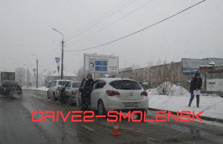 В Смоленске ДТП спровоцировали пробки